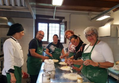 group during cooking class in Umbria