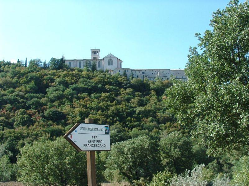 bord sentiero della pace van Assisi naar Gubbio